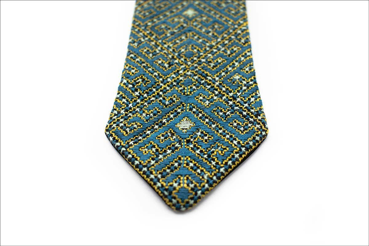 Persian Hand-Embroidered Tie Geometric Pattern. The Combination Of Azure & Gold Colours Is Dazzling. The Geometric Pattern Features A Labyrinth .