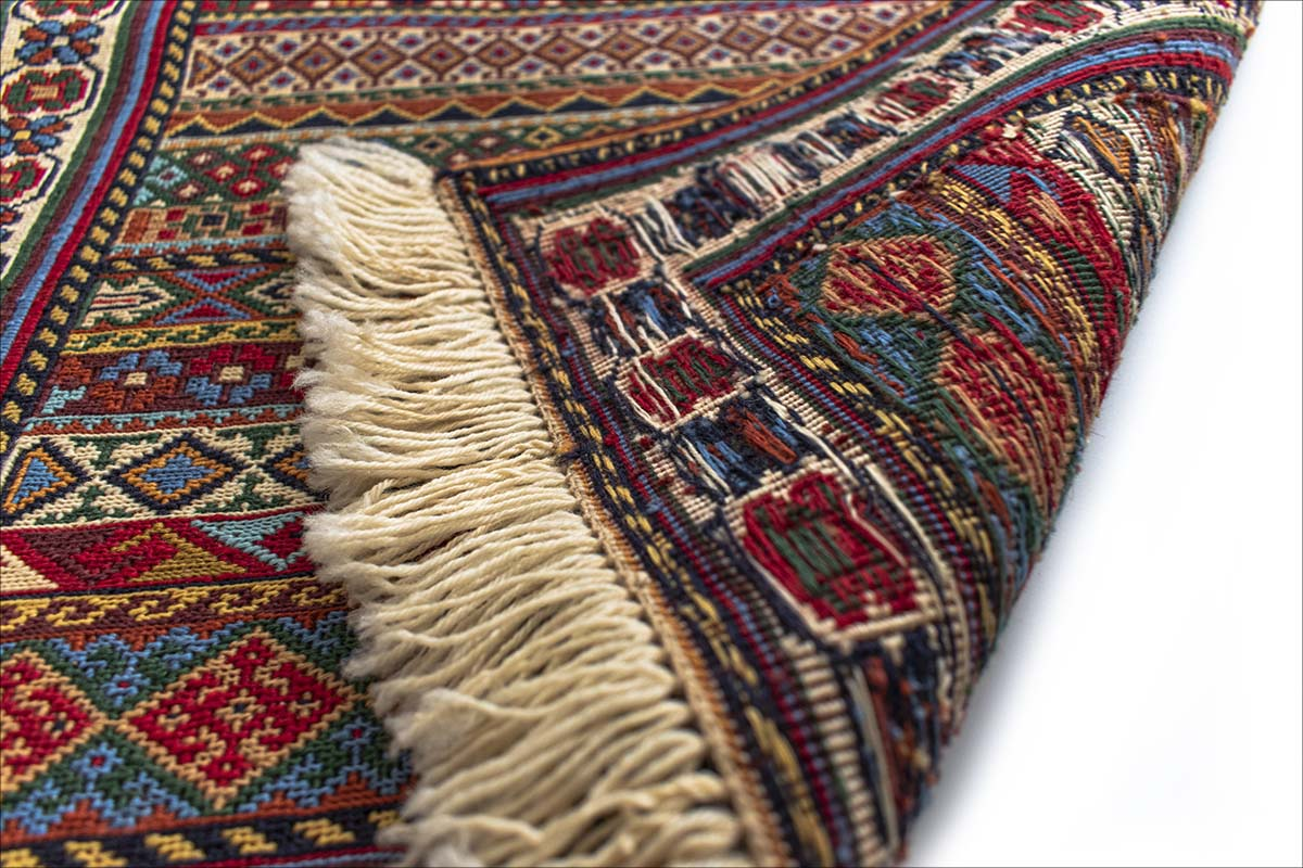 Persian Rug Completely Made By Hand. Size 90cm × 60cm. Geometric Pattern.